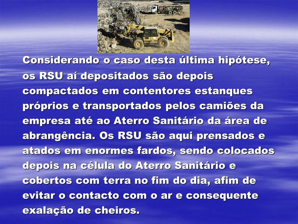 Considerando o caso desta última hipótese, os RSU aí depositados são depois compactados em contentores estanques próprios e transportados pelos camiõe