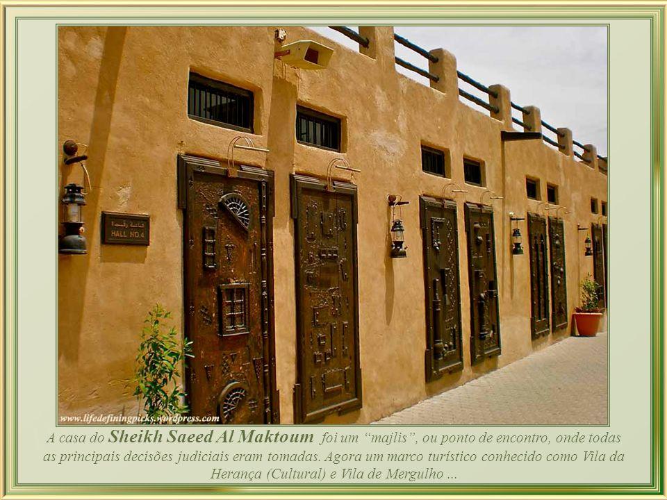 Madinat Jumeirah - maior resort de Dubai, com dois hotéis, boutique, restaurantes e bares, um mercado e um teatro, onde acontece anualmente o Festival