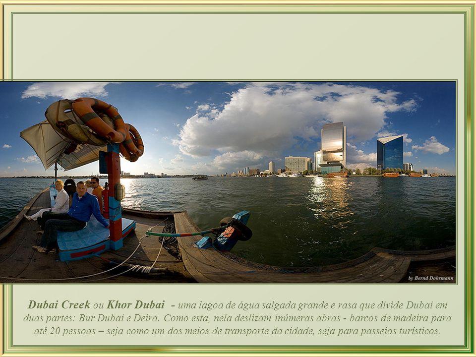 A beleza da cidade também é feita de suas marinas com grandes iates de luxo, e outras onde se misturam dhows – pequenos barcos à vela tradicionais no mundo árabe–, e embarcações ainda menores chamadas abras.