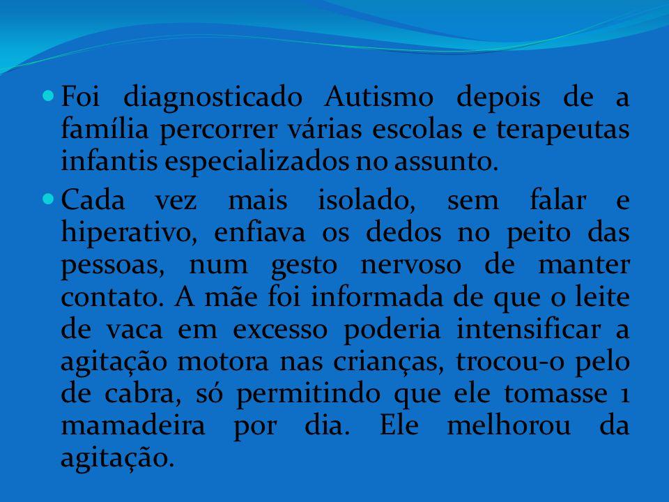 Foi diagnosticado Autismo depois de a família percorrer várias escolas e terapeutas infantis especializados no assunto. Cada vez mais isolado, sem fal