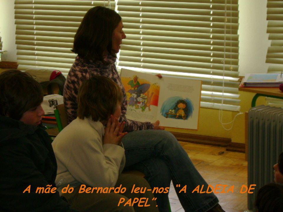 A mãe do Bernardo leu-nos A ALDEIA DE PAPEL.