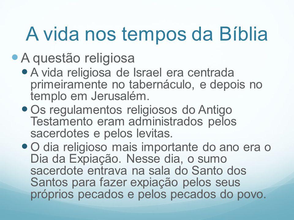 A vida nos tempos da Bíblia A questão religiosa A vida religiosa de Israel era centrada primeiramente no tabernáculo, e depois no templo em Jerusalém.