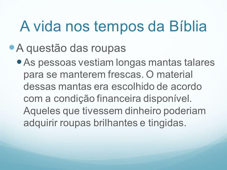 A vida nos tempos da Bíblia A questão das roupas As pessoas vestiam longas mantas talares para se manterem frescas. O material dessas mantas era escol
