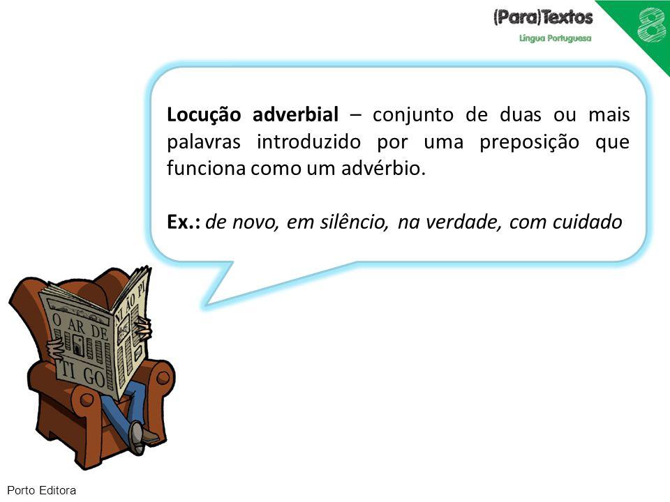 Porto Editora Locução adverbial – conjunto de duas ou mais palavras introduzido por uma preposição que funciona como um advérbio. Ex.: de novo, em sil