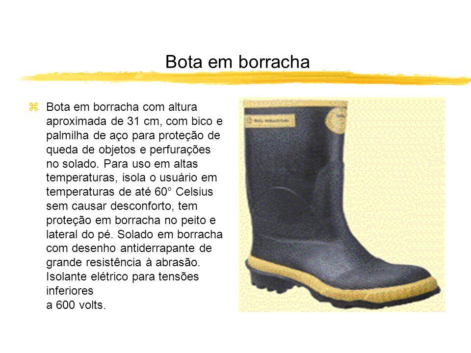 Bota em borracha zBota em borracha com altura aproximada de 31 cm, com bico e palmilha de aço para proteção de queda de objetos e perfurações no solado.
