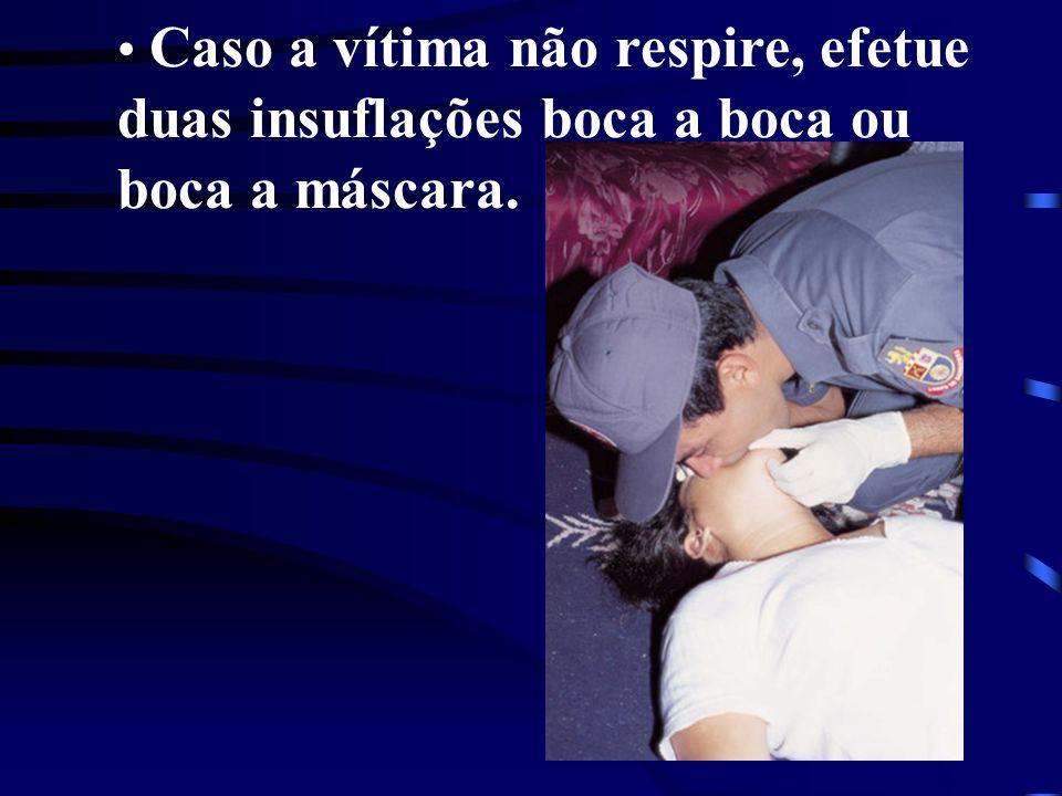 Caso a vítima não respire, efetue duas insuflações boca a boca ou boca a máscara.