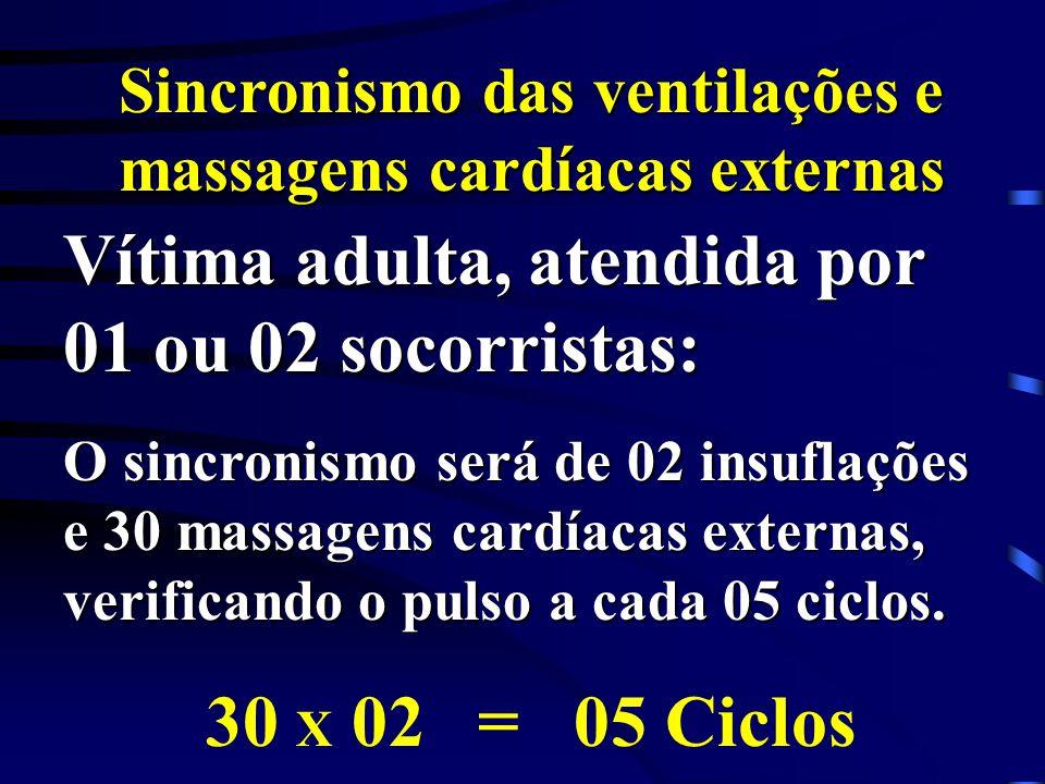 Sincronismo das ventilações e massagens cardíacas externas Vítima adulta, atendida por 01 ou 02 socorristas: O sincronismo será de 02 insuflações e 30