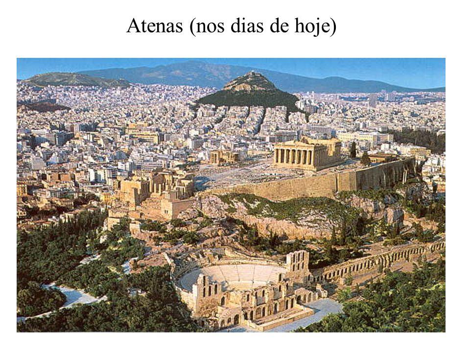 Atenas - Entre XX e VII a.C Fundação: jônios, éolios e aqueus Eupátridas: donos das terras mais produtivas Governo: soberano (Basileus), conselho (Areópago), Arcontado