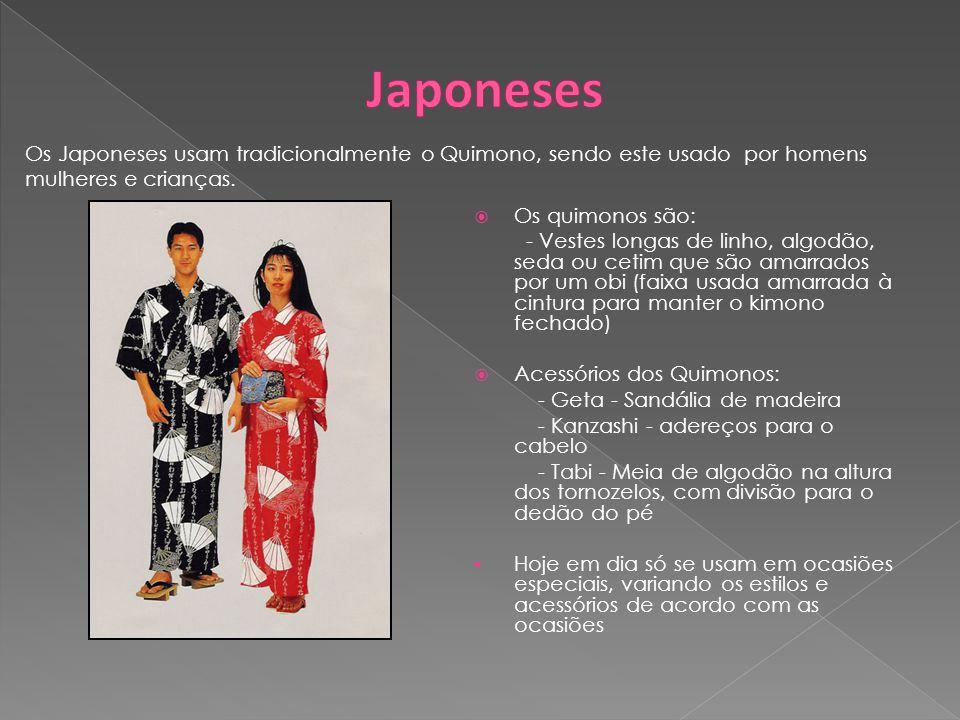 Os quimonos são: - Vestes longas de linho, algodão, seda ou cetim que são amarrados por um obi (faixa usada amarrada à cintura para manter o kimono fe