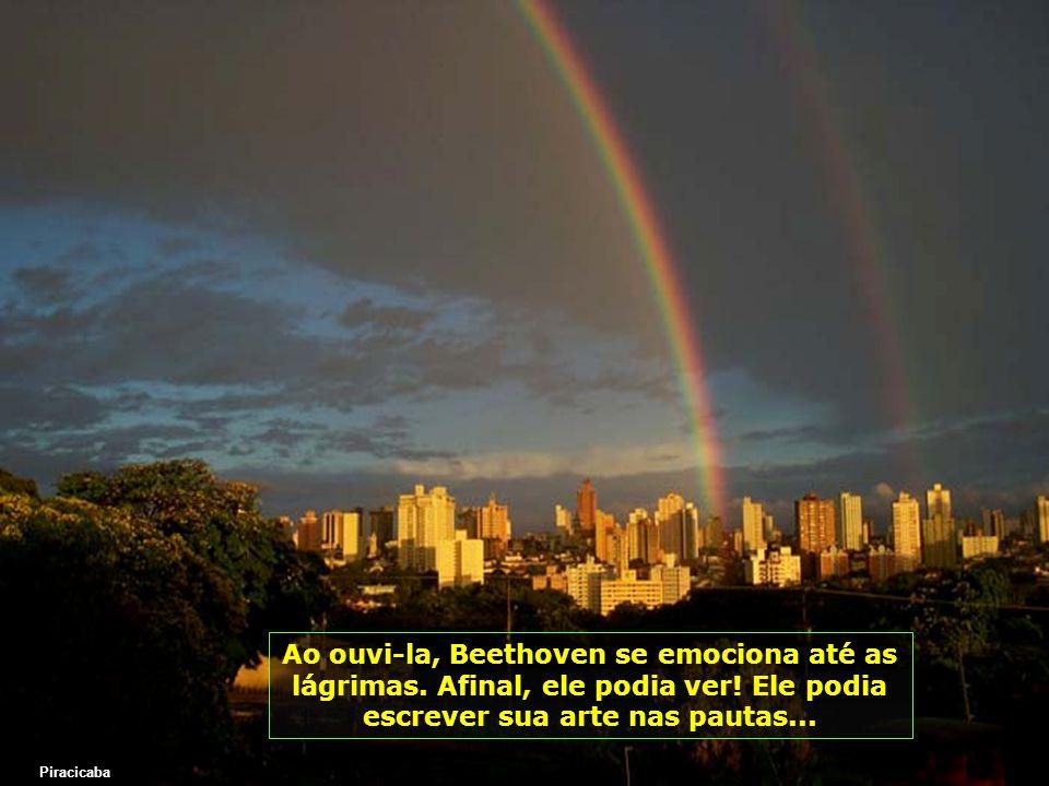 Mas como nenhum filho de Deus está esquecido, vem a ajuda espiritual, através de uma moça cega, que morava na mesma pensão pobre, para onde Beethoven havia se mudado e lhe fala quase gritando: Eu daria tudo para enxergar uma Noite de Luar Piracicaba