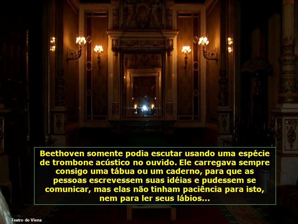 Teatro de Viena Beethoven somente podia escutar usando uma espécie de trombone acústico no ouvido.