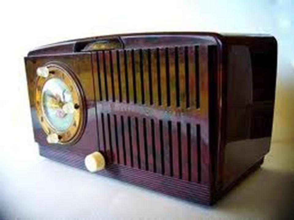 É operado por um transmissor, através de um aparelho denominado modulador.