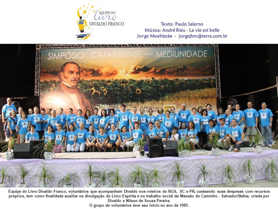 Todos os conferencistas que participaram do Simpósio Catarinense sobre Mediunidade foram efusivamente aplaudidos.