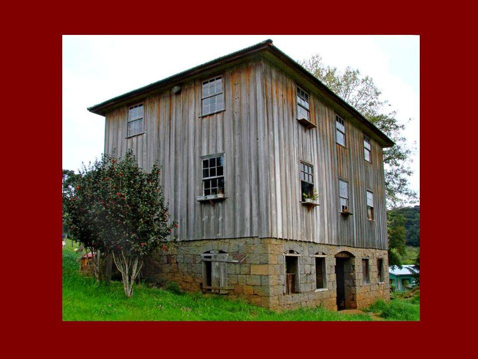 Situa-se no interior do município de Bento Gonçalves e possui 13 pontos de visitação.