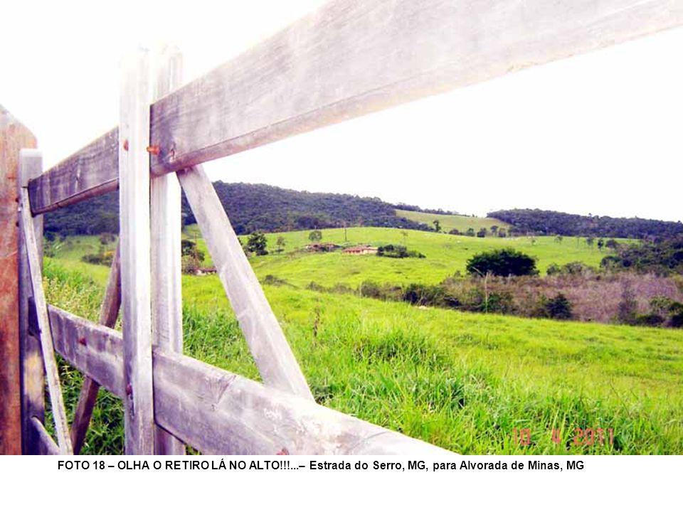 FOTO 18 – OLHA O RETIRO LÁ NO ALTO!!!...– Estrada do Serro, MG, para Alvorada de Minas, MG