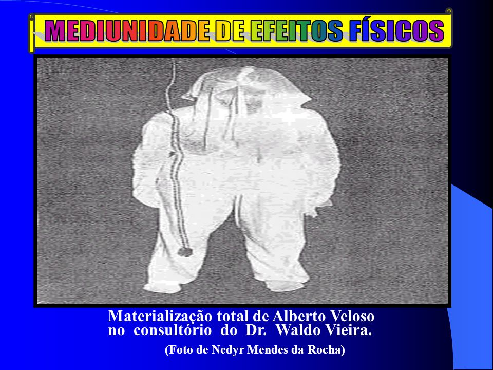 Materialização total de Alberto Veloso no consultório do Dr. Waldo Vieira. (Foto de Nedyr Mendes da Rocha)