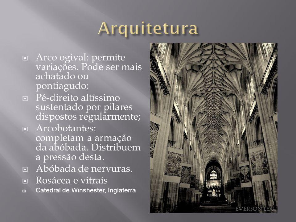 Arco ogival: permite variações. Pode ser mais achatado ou pontiagudo; Pé-direito altíssimo sustentado por pilares dispostos regularmente; Arcobotantes