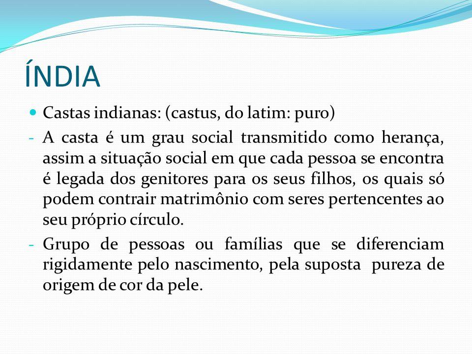 Castas indianas Esta estratificação social não se baseia simplesmente em recursos financeiros, na fortuna, mas sim em fatores de ordem religiosa e na transmissão hereditária do legado de cada casta.financeiros A estratificação social está hierarquizada conforme cada elemento do corpo de Brahma, o Deus Maior do hinduísmo.