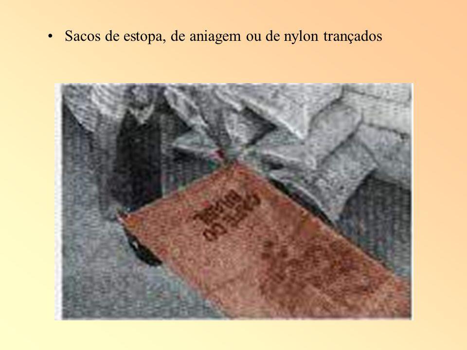 Sacos de estopa, de aniagem ou de nylon trançados