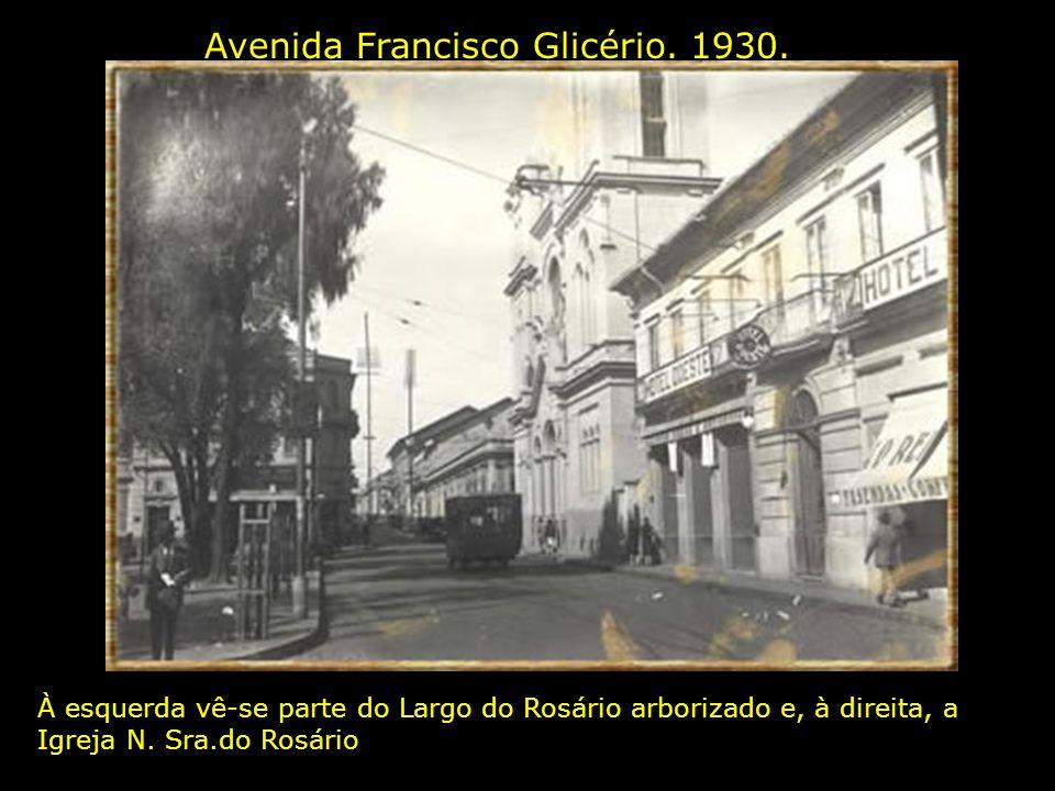 Vista Parcial. 1930 Em primeiro plano vê-se o Largo do Rosário arborizado. Que na realidade chama-se Praça Visconde de Indaiatuba, que teve seu chafar