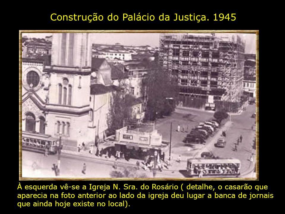 Avenida Francisco Glicério. 1930. À esquerda vê-se parte do Largo do Rosário arborizado e, à direita, a Igreja N. Sra.do Rosário
