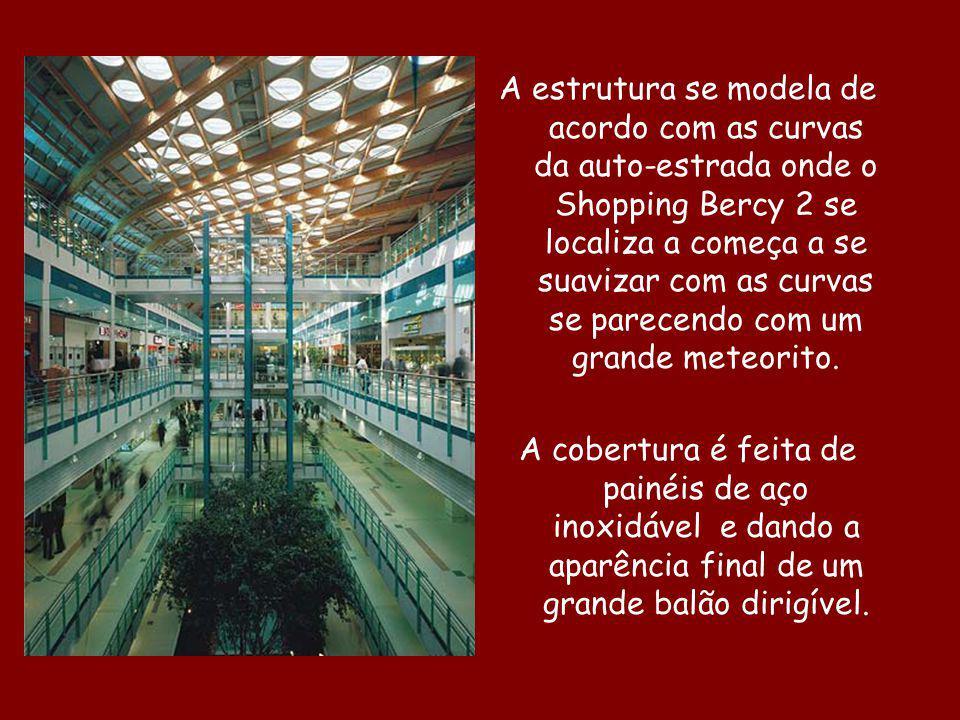 A estrutura se modela de acordo com as curvas da auto-estrada onde o Shopping Bercy 2 se localiza a começa a se suavizar com as curvas se parecendo co
