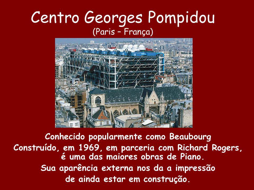 Centro Georges Pompidou (Paris – França) Conhecido popularmente como Beaubourg Construído, em 1969, em parceria com Richard Rogers, é uma das maiores