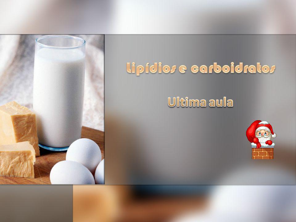 LIPÍDIOS São biomoléculas insolúveis em água, e solúveis em solventes orgânicos.