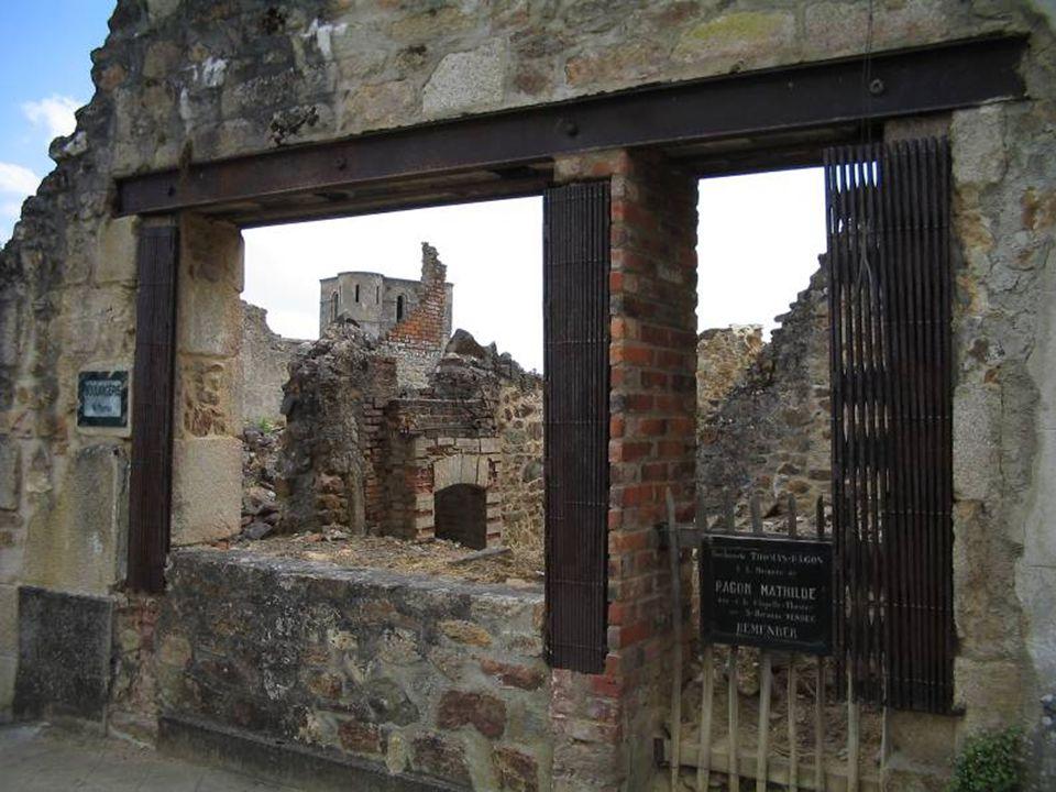 As mulheres e crianças, quanto a eles, foram fechados na igreja, onde os alemães colocam uma caixa de explosivos e palha. O fogo lavra pelo edifício c