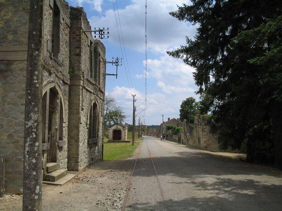 O conjunto do memorial e da aldeia mártir fazem de Oradour- sur-Glane o local mais visitado do Limousin.(cerca de 300 000 pessoas por ano)