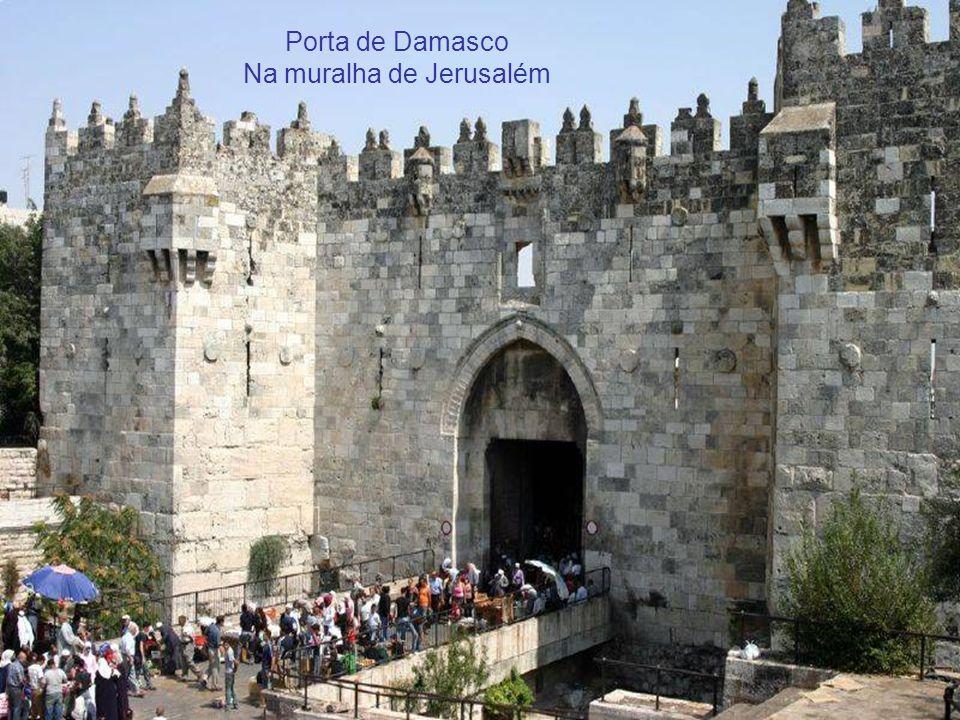Porta de Herodes na muralha de Jerusalém