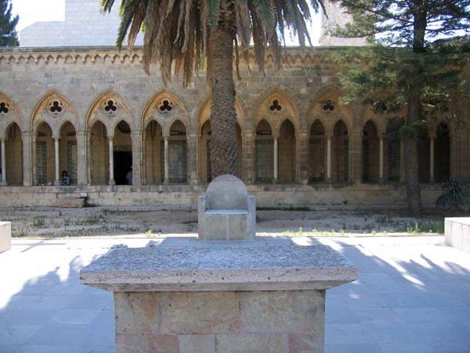 Convento Pater Noster Foi construído sobre o lugar onde Jesus ensinou a seus discípulos a Oração do Senhor