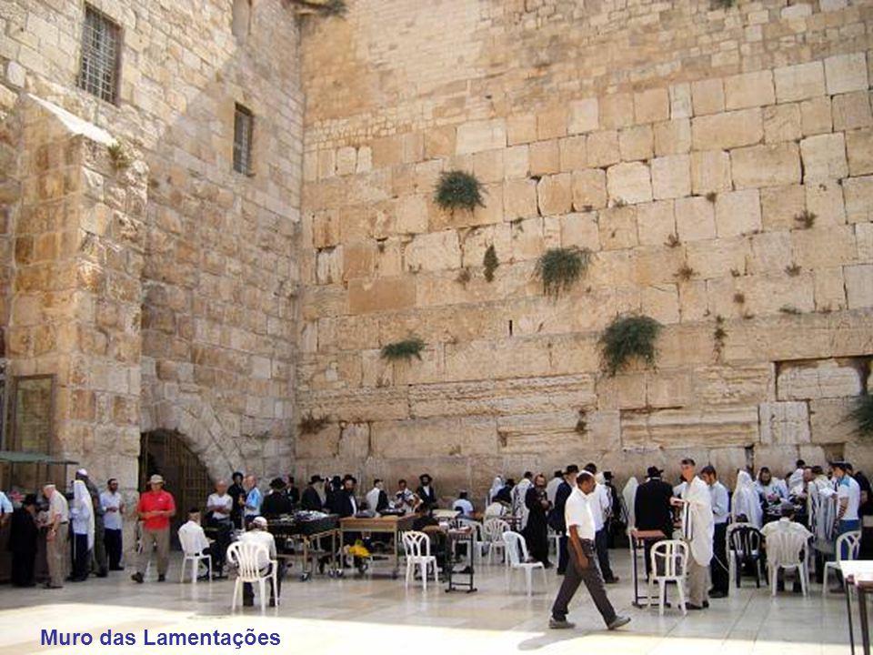 Basílica de Santa Ana, do século XII, de estilo medieval, é considerada um dos melhores templos de Jerusalém.