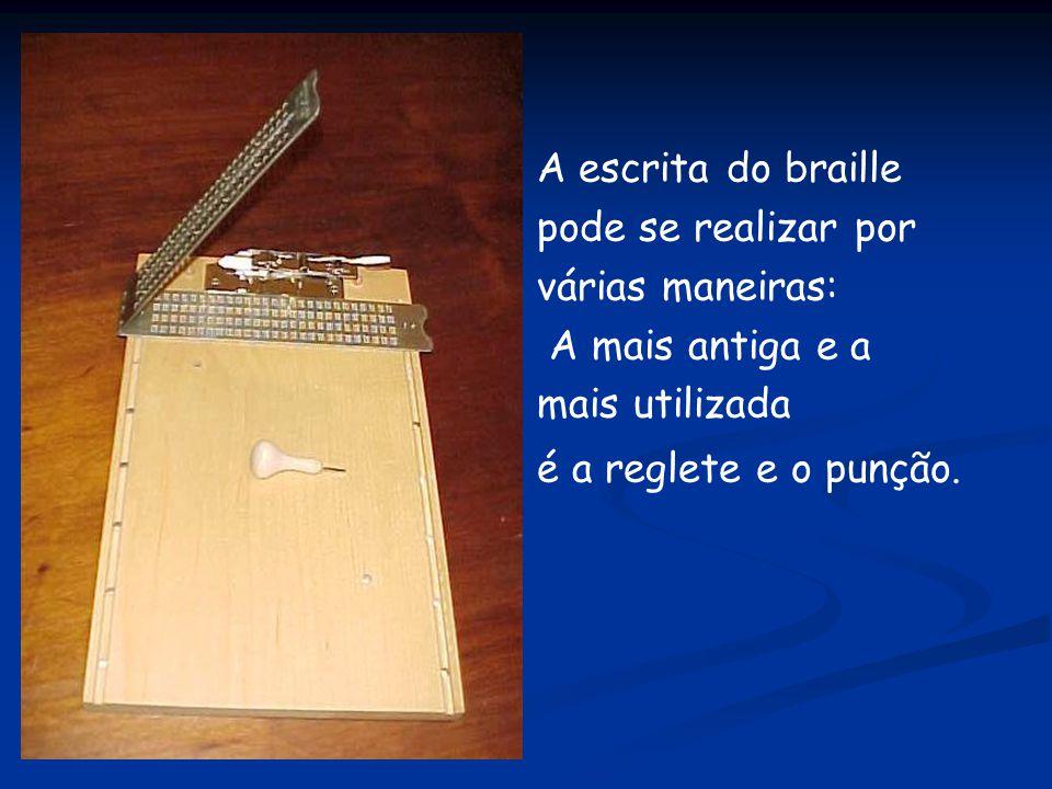 A escrita do braille pode se realizar por várias maneiras: A mais antiga e a mais utilizada é a reglete e o punção.