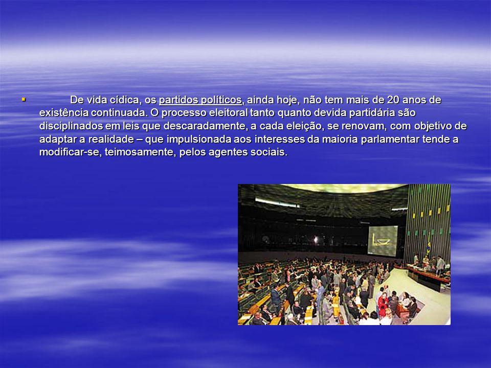 Em quase 500 anos de vida social, o Brasil só começa a ensaiar os primeiros experimentos de democracia representativa, após 1946, mesmo assim uma demo