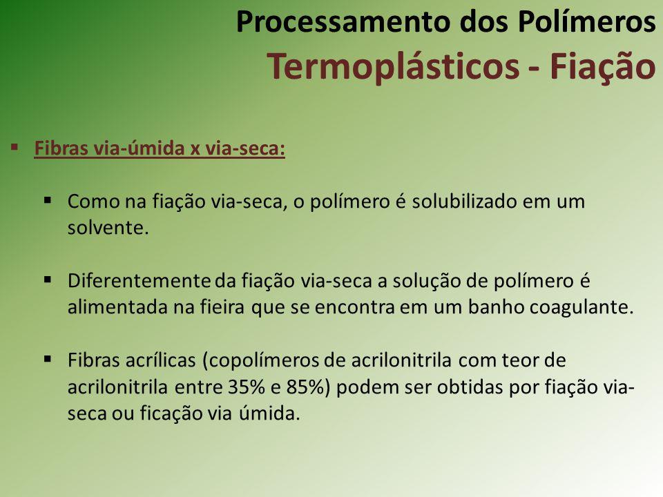 Processamento dos Polímeros Termoplásticos - Fiação Fibras via-úmida x via-seca: Como na fiação via-seca, o polímero é solubilizado em um solvente. Di