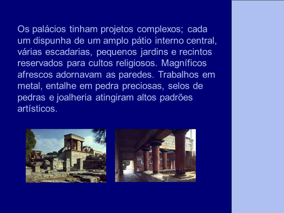 A Tese Os palácios tinham projetos complexos; cada um dispunha de um amplo pátio interno central, várias escadarias, pequenos jardins e recintos reser