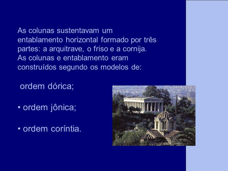 As colunas sustentavam um entablamento horizontal formado por três partes: a arquitrave, o friso e a cornija. As colunas e entablamento eram construíd