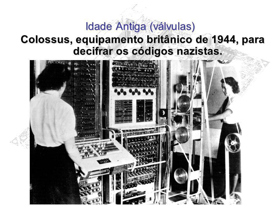 Idade Antiga (válvulas) Colossus, equipamento britânico de 1944, para decifrar os códigos nazistas.