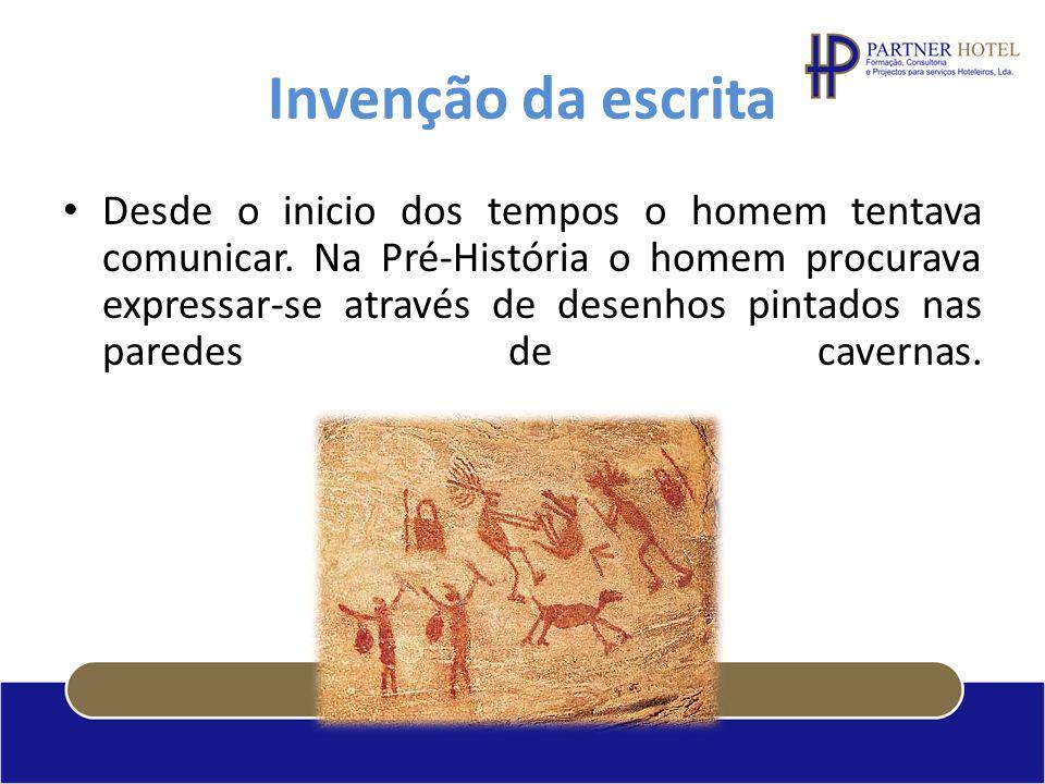 Invenção da escrita Desde o inicio dos tempos o homem tentava comunicar. Na Pré-História o homem procurava expressar-se através de desenhos pintados n