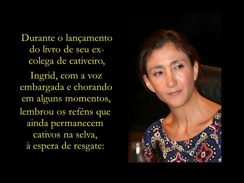 Ao lado de Luis Eladio Pérez, ex-congressista colombiano, que aborda em seu livro, intitulado Inferno Verde, os sete anos em que permaneceu confinado