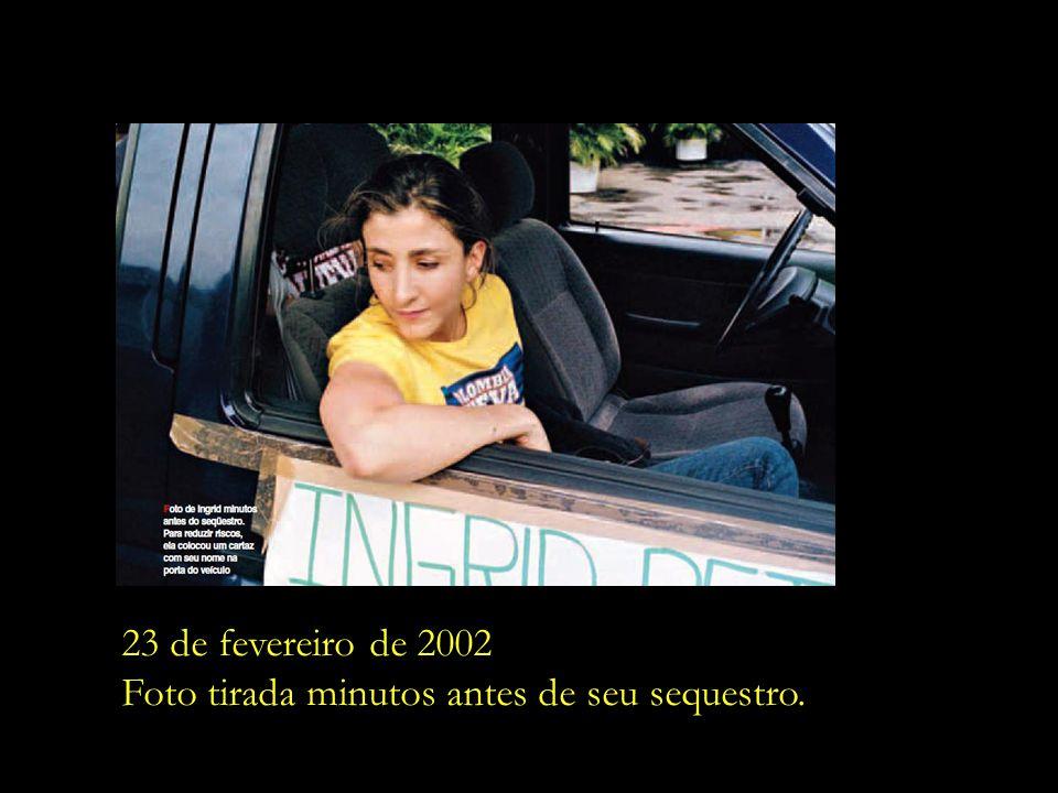 E em 2002, aos 40 anos de idade, Ingrid Betancourt resolve se candidatar à presidência da Colômbia.