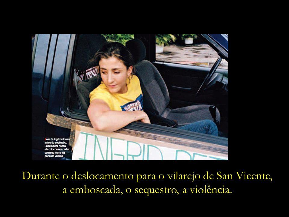 Em plena campanha presidencial, vestindo uma camiseta que leva o slogan da sua campanha – Colombia Nueva.