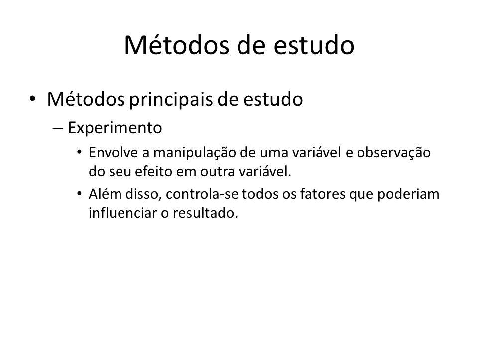Métodos de estudo Métodos principais de estudo – Experimento Envolve a manipulação de uma variável e observação do seu efeito em outra variável. Além