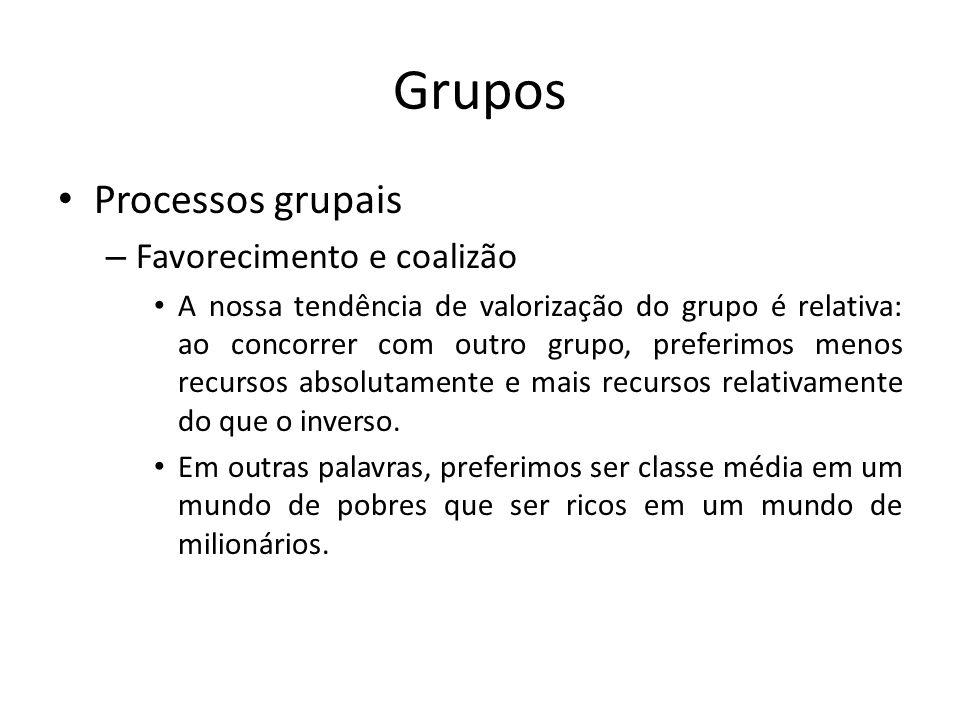 Grupos Processos grupais – Favorecimento e coalizão A nossa tendência de valorização do grupo é relativa: ao concorrer com outro grupo, preferimos men