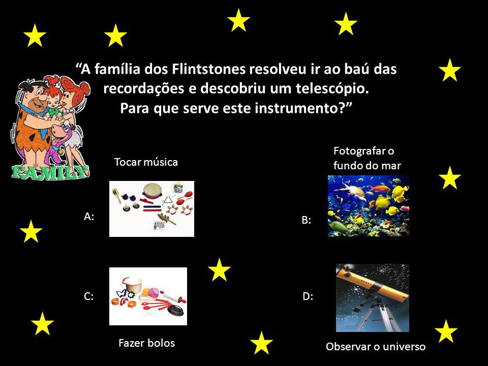 A família dos Flintstones resolveu ir ao baú das recordações e descobriu um telescópio.