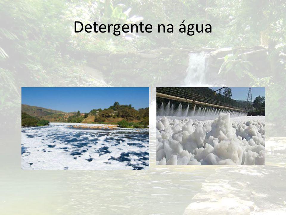 Detergente na água