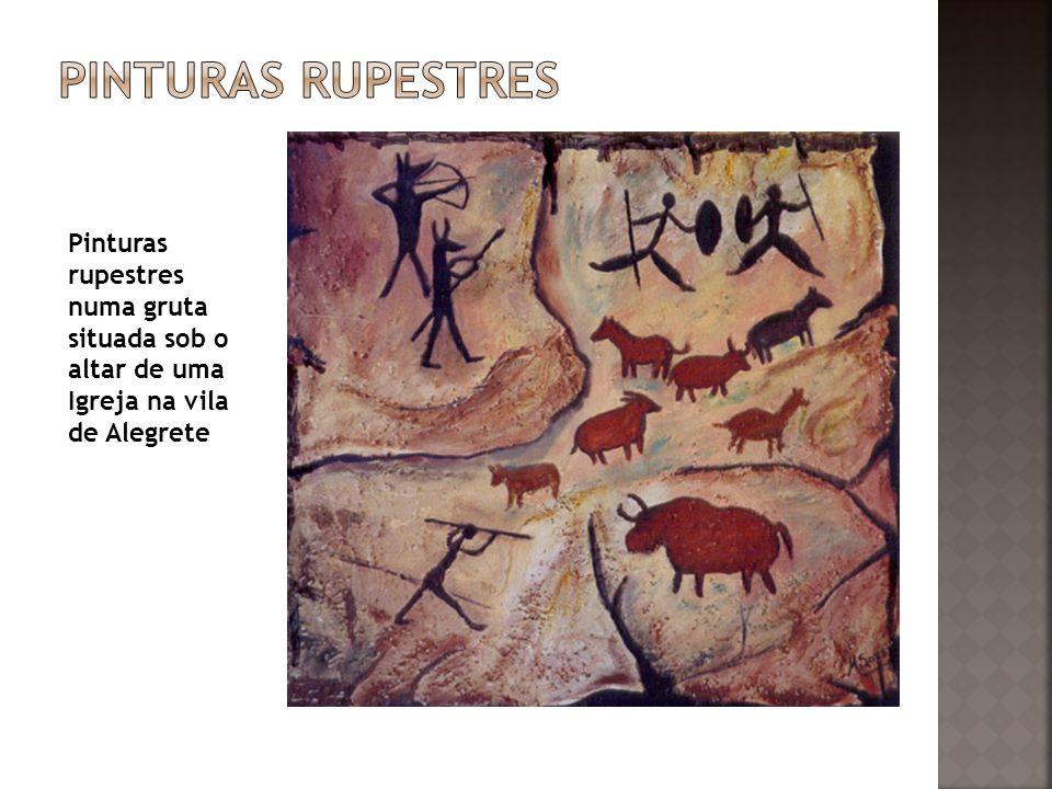 Pinturas rupestres numa gruta situada sob o altar de uma Igreja na vila de Alegrete