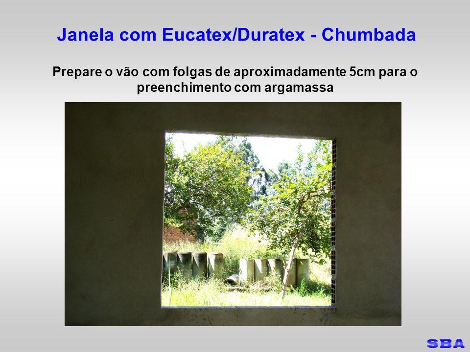 Janela com Eucatex/Duratex - Chumbada Coloque a janela no vão e posicione os calços
