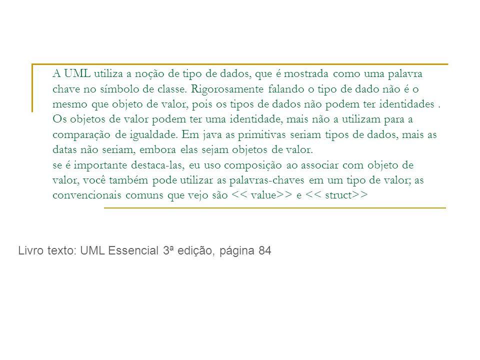A UML utiliza a noção de tipo de dados, que é mostrada como uma palavra chave no símbolo de classe.